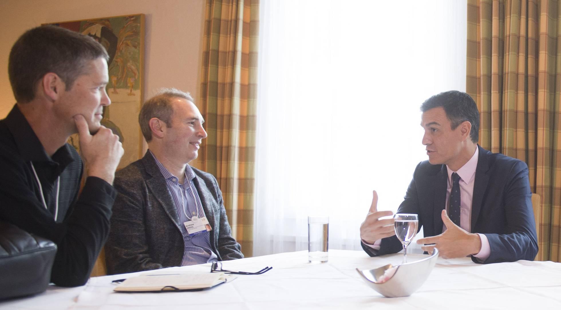 Conversoación de Pedro Sanchez con Amazon promoviendo el progreso tecnológico en España